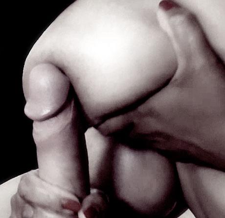 pénis contre sein